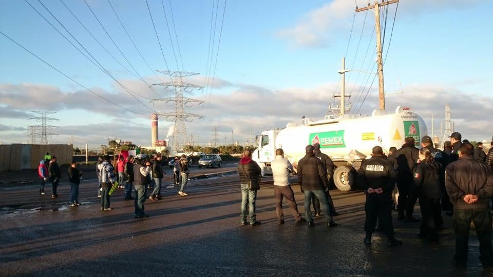 Reanudan bloqueo de PEMEX en Rosarito