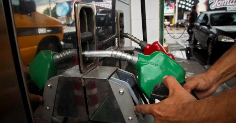 Venden 700 mililitros en vez de 1 litro en gasolineras de Tijuana