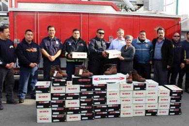 botas-donativo-bomberos-tecate-noticias-veraz