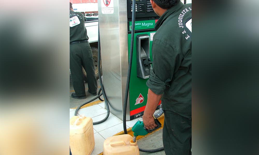 Realizan en Tijuana compras de pánico en gasolina por temor a escasez
