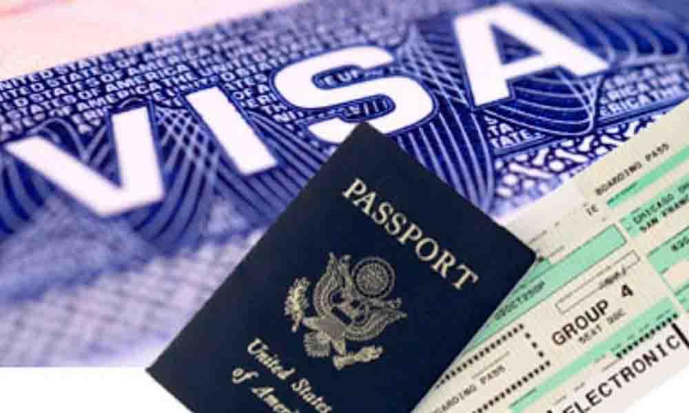 Van contra indocumentados que cruzaron con visa