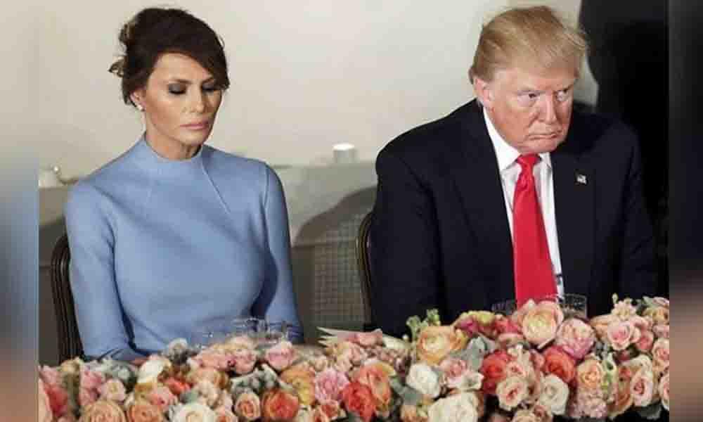 ¿Donald Trump maltrata a Melania en público?