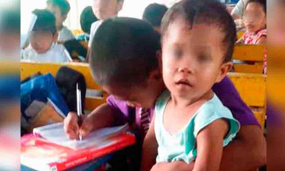 Niño de 9 años lleva a la escuela a su hermanito porque su mamá murió