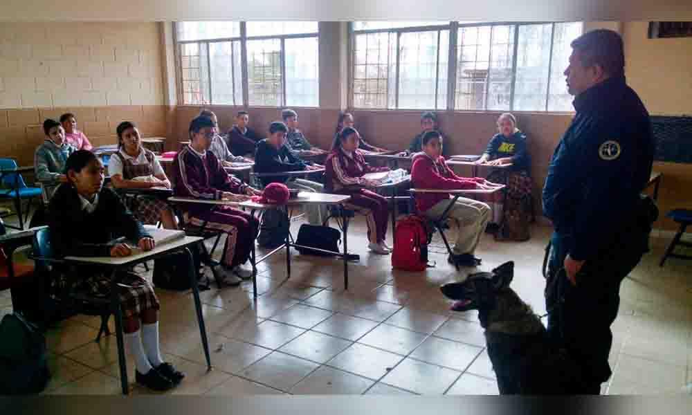 """Realizan """"Operativo Mochila"""" en escuela secundaria de Mexicali"""