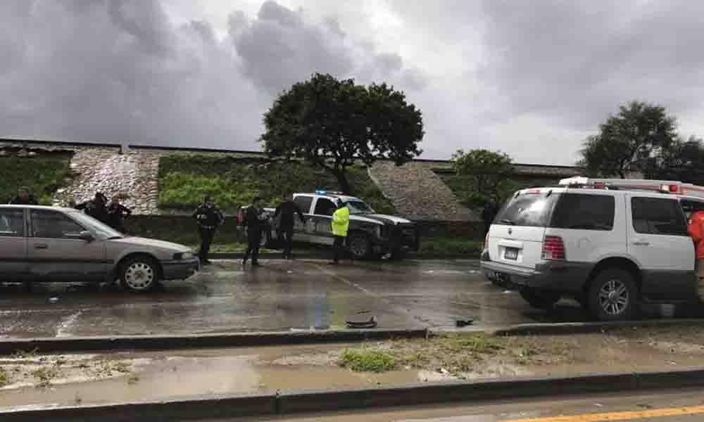 Choca patrulla de la Policía Municipal en vía rápida