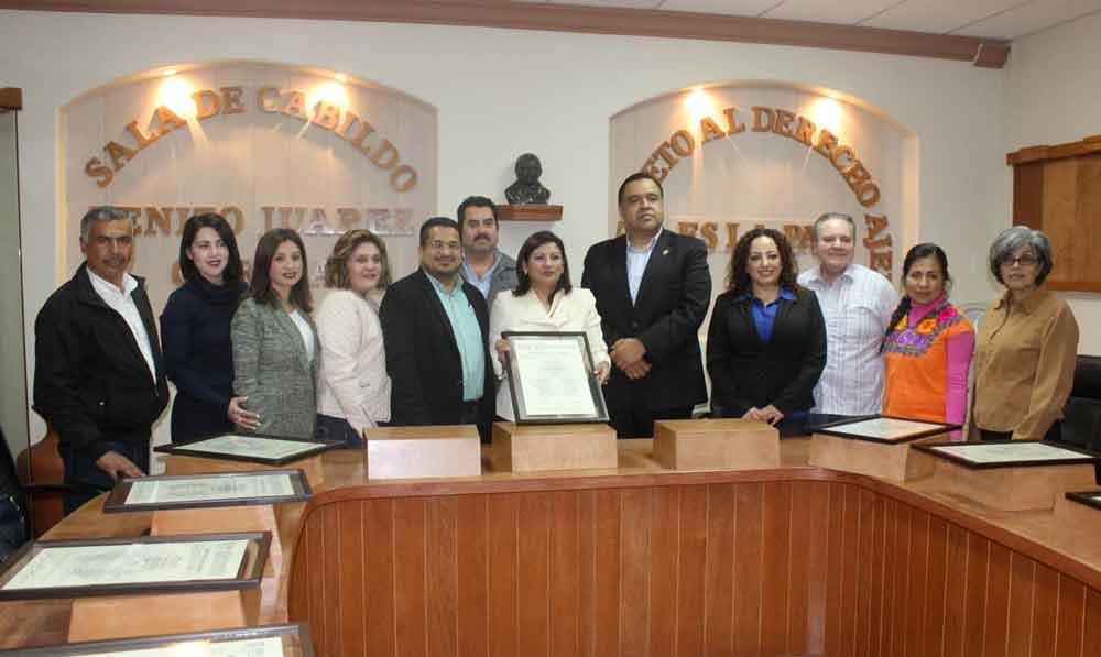 Presidente del Congreso del Estado entrega bando solemne a Cabildo local