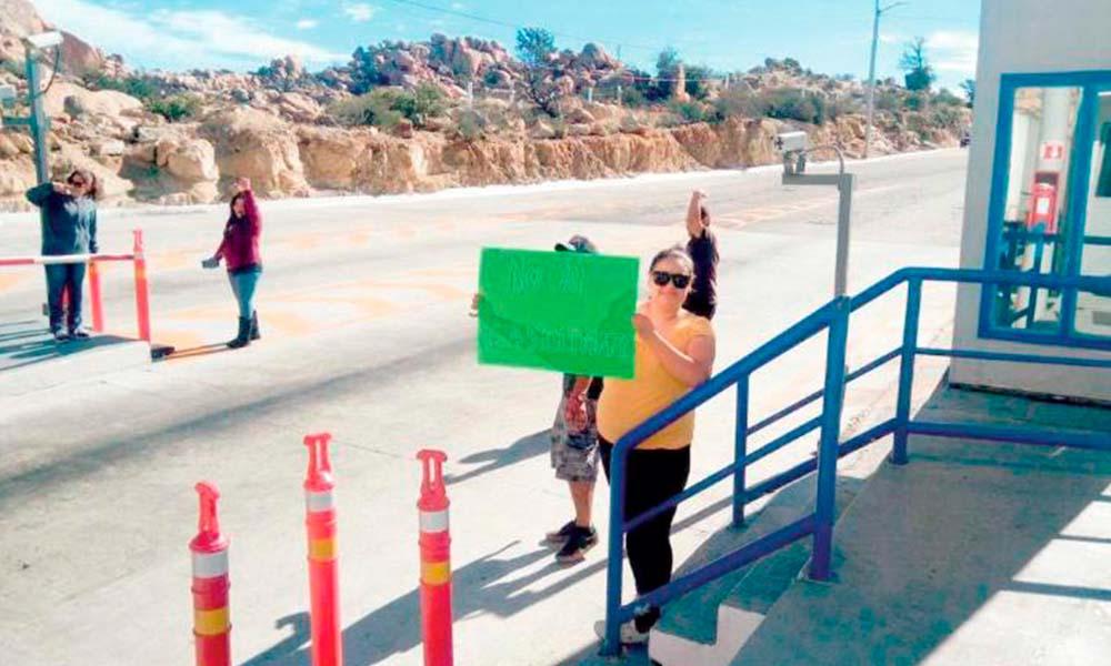 Manifestantes toman caseta de La Rumorosa