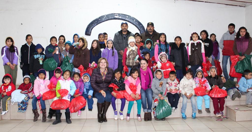Lleva DIF Tecate alegría a niñas y niños de la zona rural