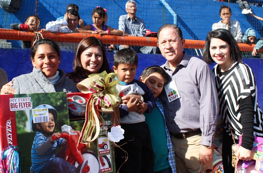 Celebran 20 años del Christmas Train en Tecate