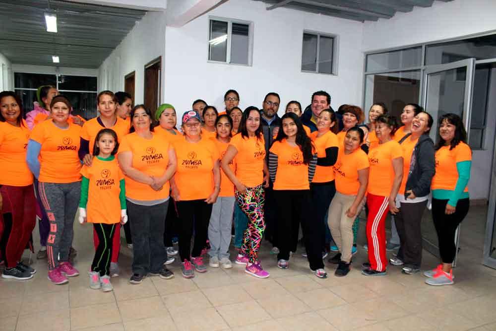 Dotan de nuevo material a centro comunitario Rincón Tecate
