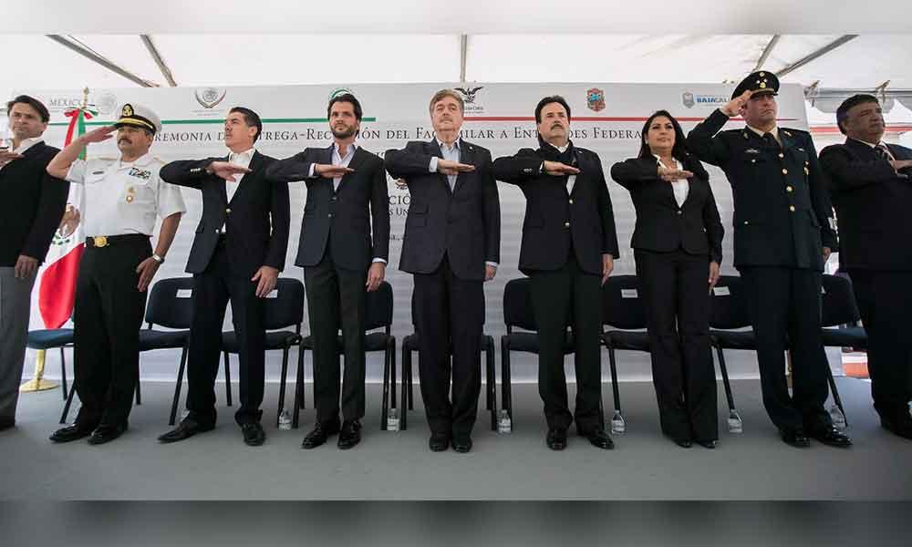 Encabezan Gobernador de BC y Titukar de SEMARNAT entrega de facsimilar de la Constitución Mexicana