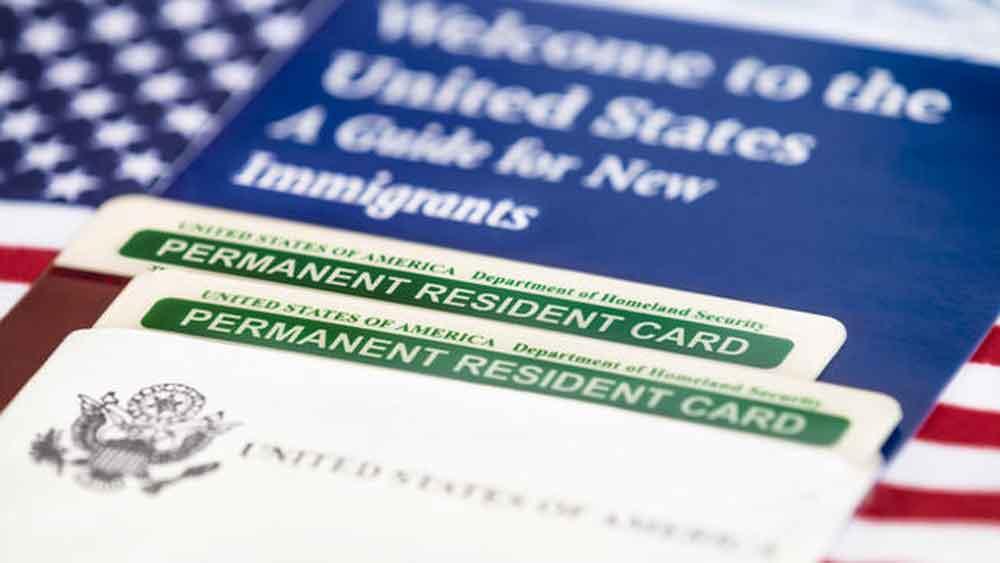 Podrías perder tu estatus de residente permanente por estas cinco razones