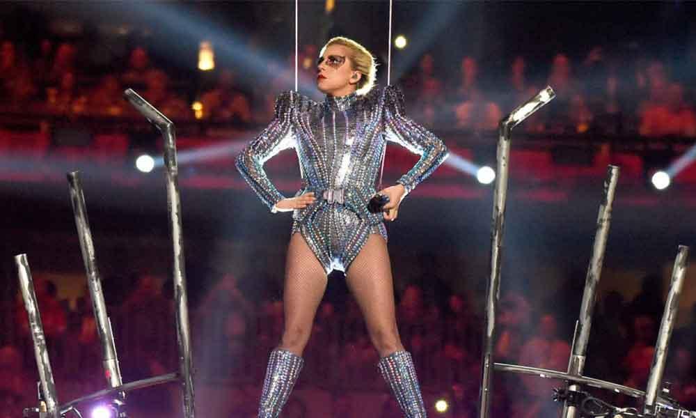Lady Gaga logra espectáculo brillante y de inclusión en el Super Bowl LI