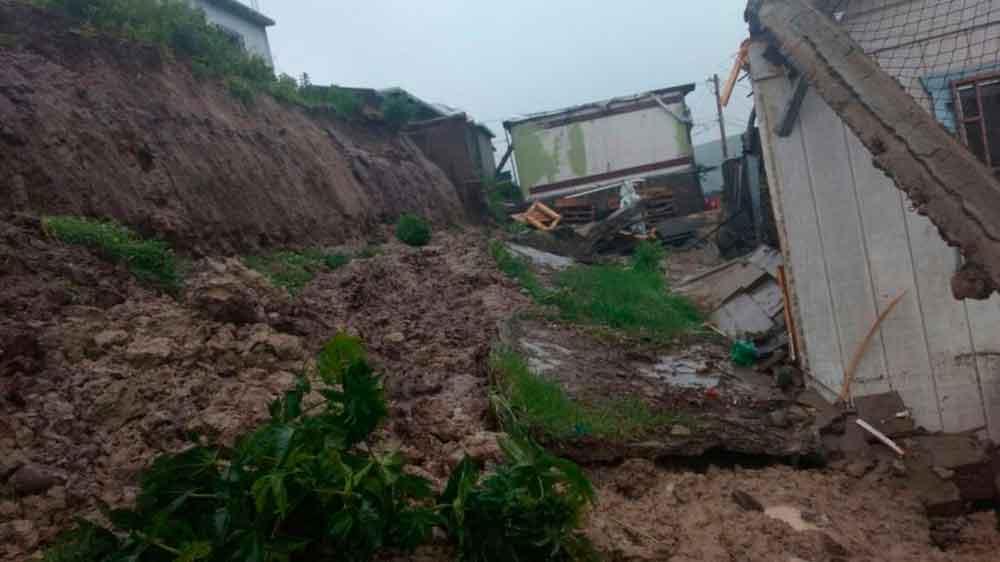 Menor queda atrapada tras deslave en Tijuana