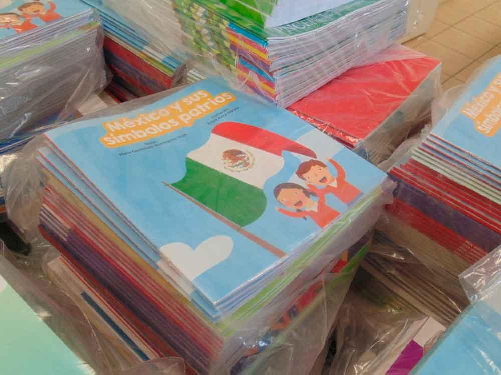 Entregan material para bibliotecas escolares