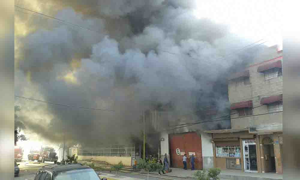 Se registra fuerte incendio en zona norte de Tijuana