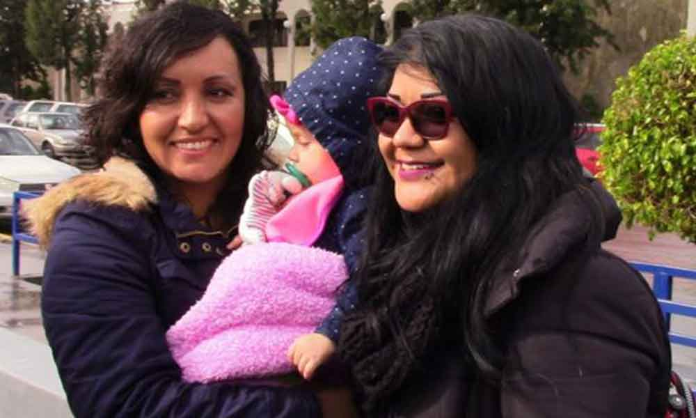 Otorgan por primera vez en Baja California acta de nacimiento de bebé a pareja del mismo sexo
