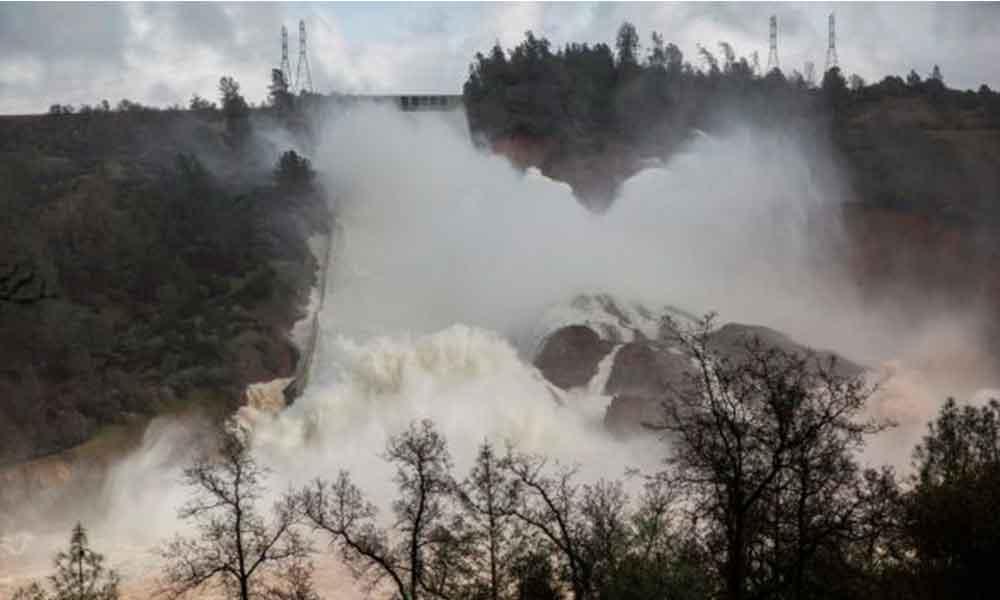 Evacuan a 200 mil personas por  peligro de desbordamiento de la presa más alta de California