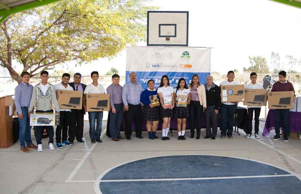 Entregan material educativo a Telebachilleratos de Mexicali