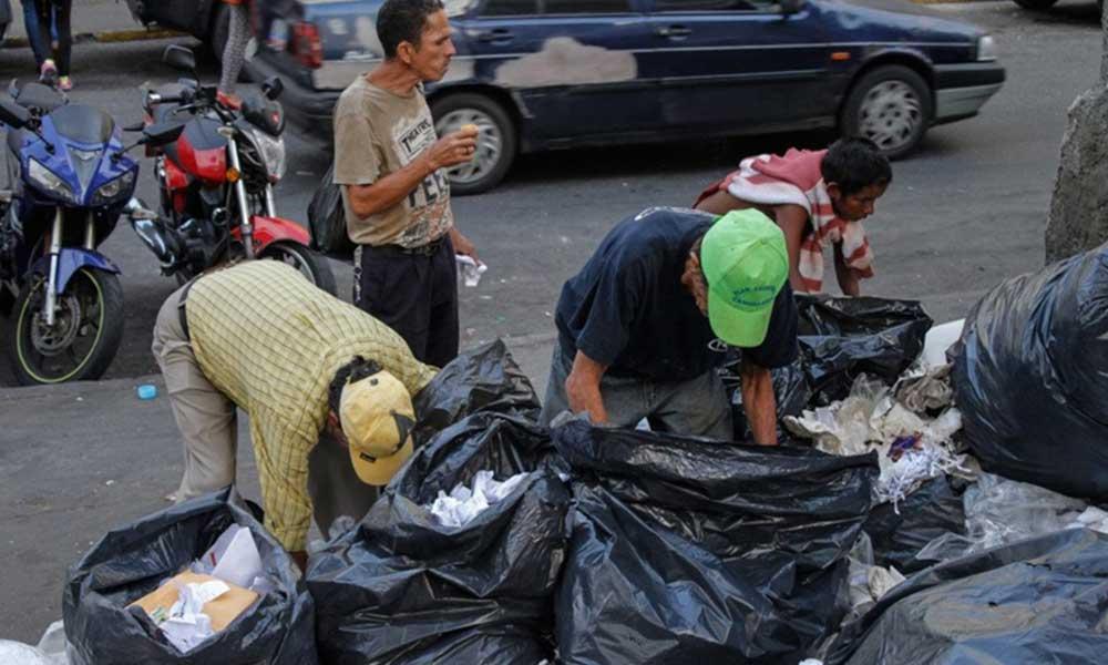 Crisis alimentaria en Venezuela obliga a las personas a hurgar en la basura