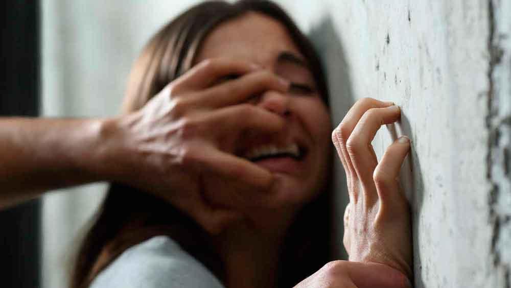 Paula fue violada por siete hombres en su propia casa