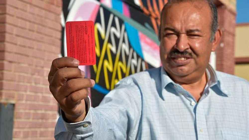 Conoce la tarjeta roja que te defiende de agentes migratorios
