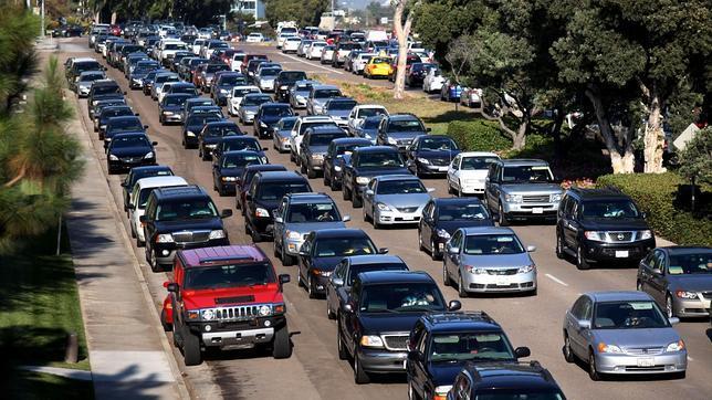 El uso de semáforos inteligentes reducen el tráfico en San Diego