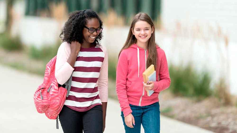 Ofrecen becas para estudiantes que decidan caminar a la escuela en San Diego