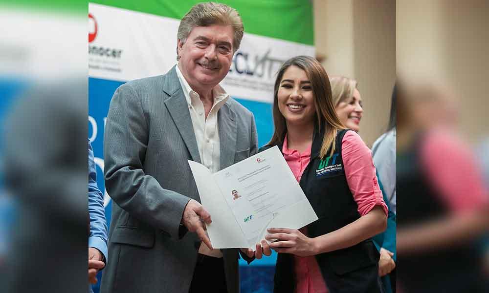 Entrega Gobierno de BC certificados de competencia laboral a alumnos de la UTT