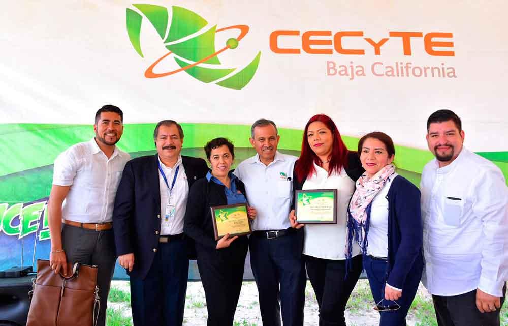 Reconoce Gobierno del Estado a docentes de CECyTEBC por su desempeño en la prueba PLANEA 2016