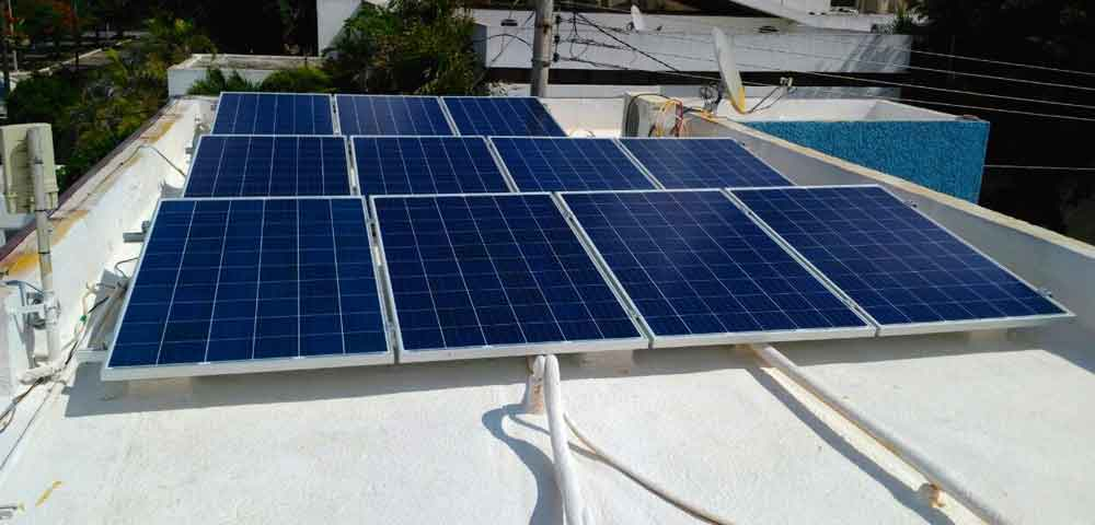 Familias pagan desde 3 pesos al día en Tijuana usando paneles solares.