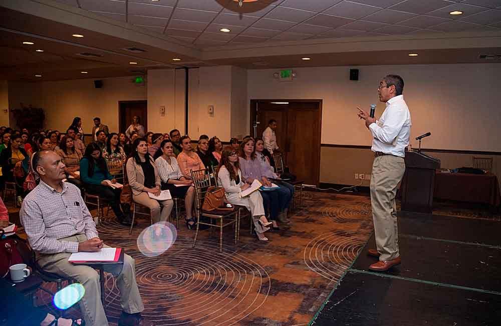 Capacita SEE a psicólogos y docentes de educación especial