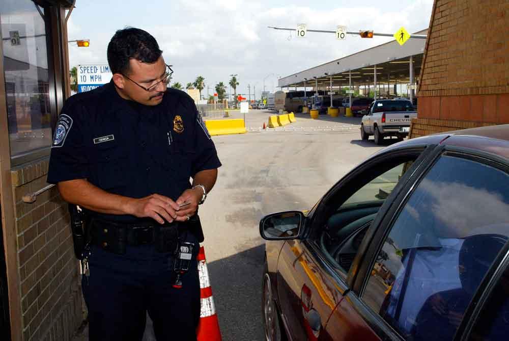 ¿Corren riesgo los residentes permanentes al salir del país?