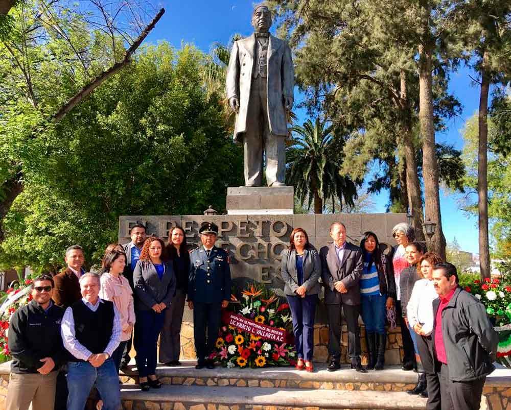 Rinden Honores a Benito Juárez en Aniversario de su Nacimiento