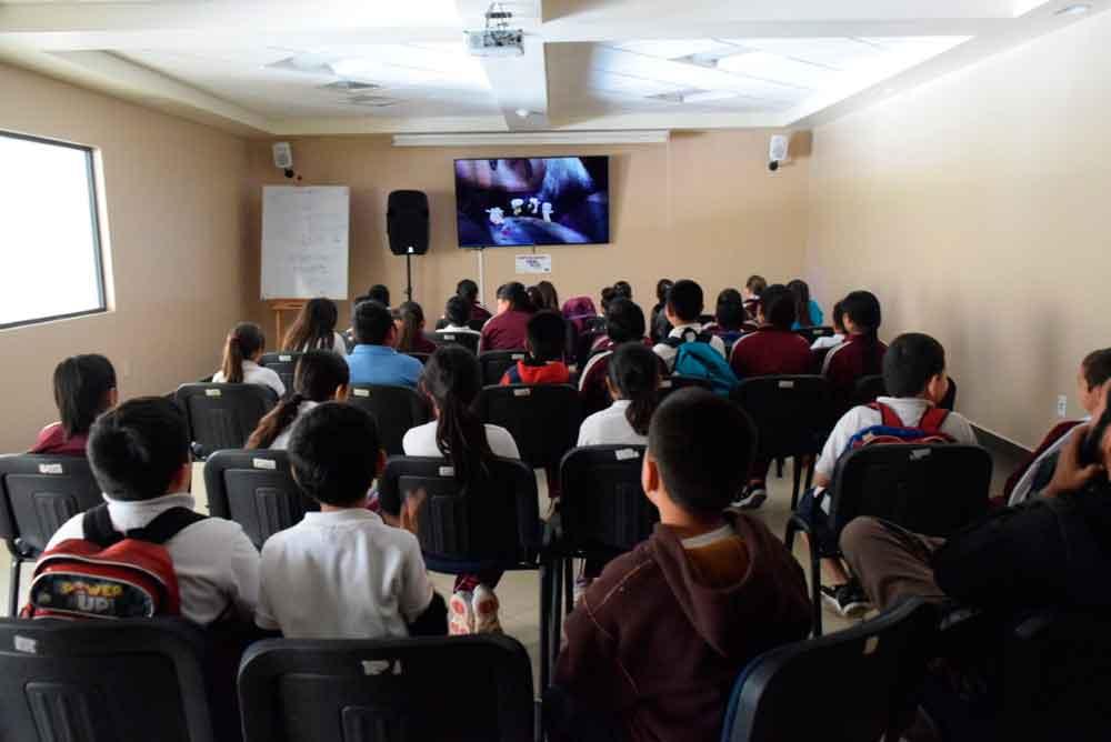 Niños y jóvenes disfrutan de las proyecciones de Cinema México Digital en CEART Tecate