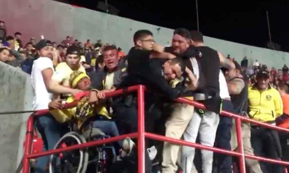 Aficionados del América protagonizan riña en el Estadio de los Xolos