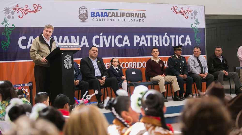 """Inaugura Gobernador de BC Exposición Fotográfica """"Caravana Cívica Patriótica"""""""