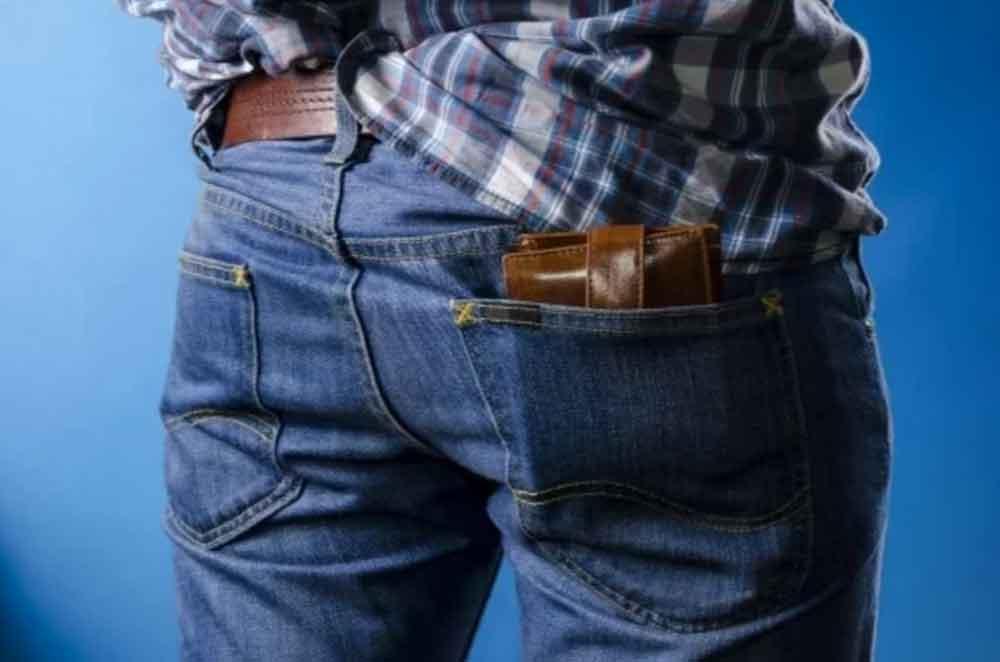 Por estas razones debes dejar de guardarte la cartera en las pompas