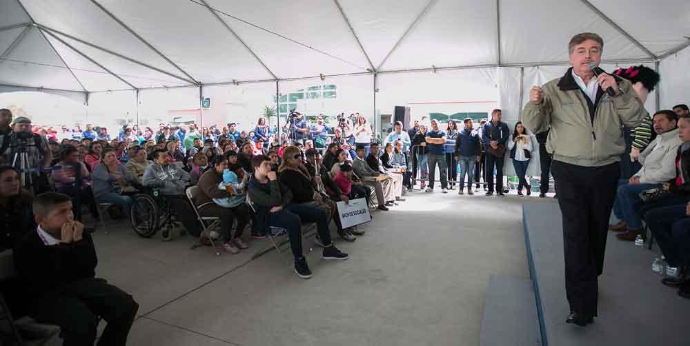 Entrega Gobernador de BC apoyos sociales en beneficio de familias tijuanenses