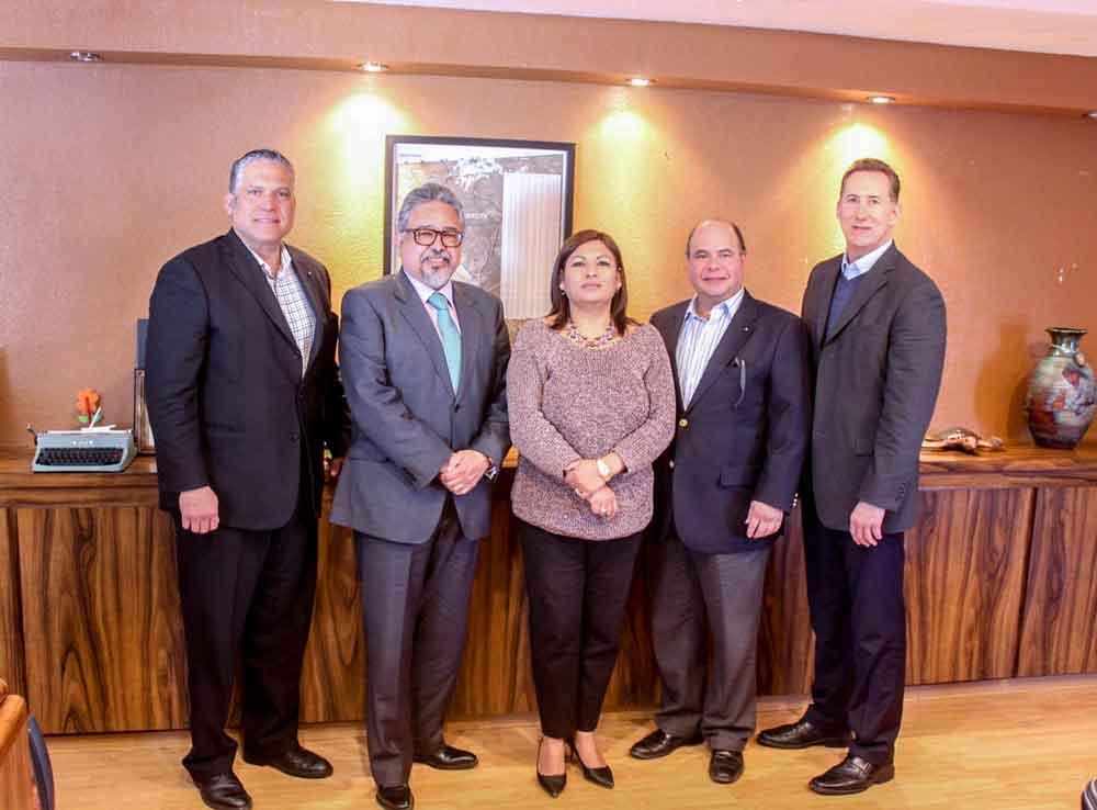 Los notarios trabajan en conjunto con el Gobierno Municipal en temas de certeza jurídica a la comunidad
