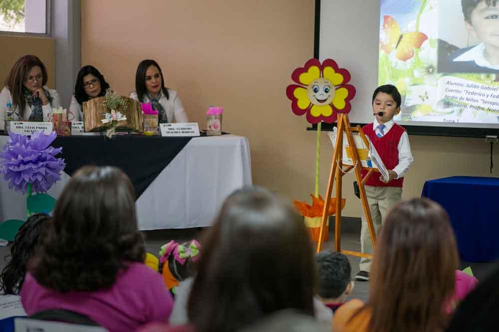 Participan estudiantes de preescolar en muestra de cuenta cuentos