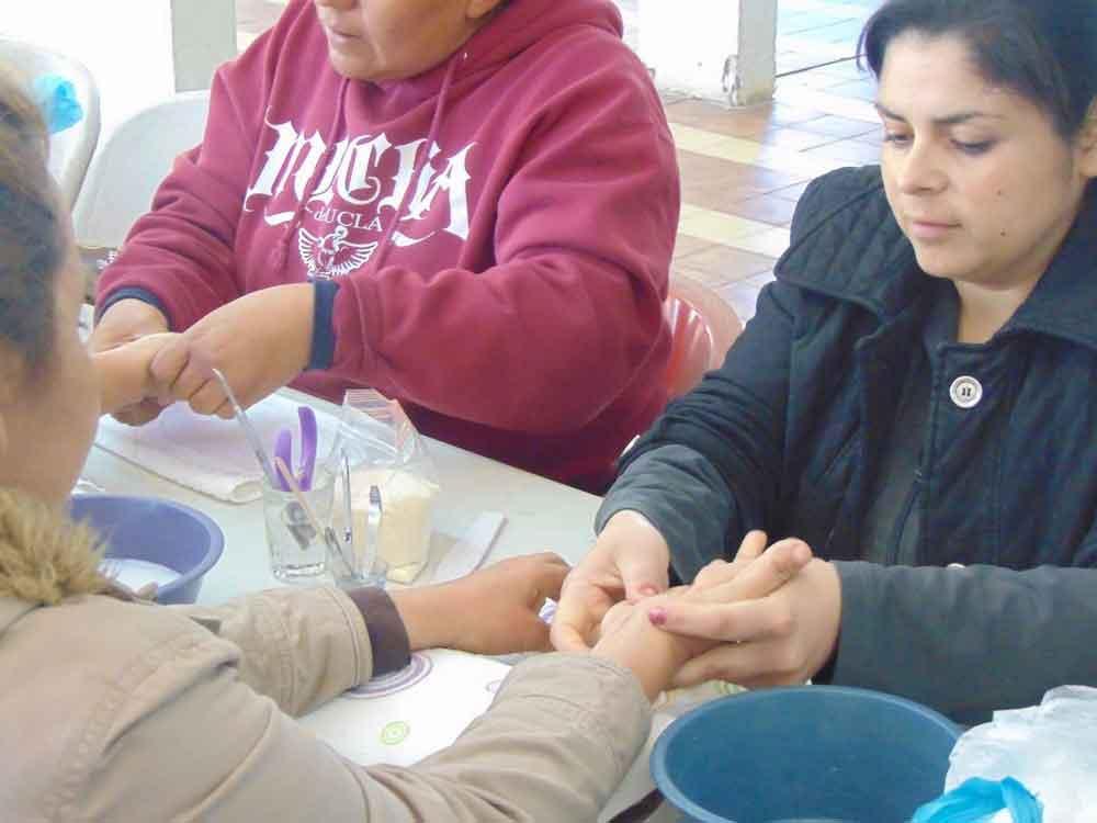 Lleva Regidor Independiente Taller de uñas gratuito a mujeres tecatenses