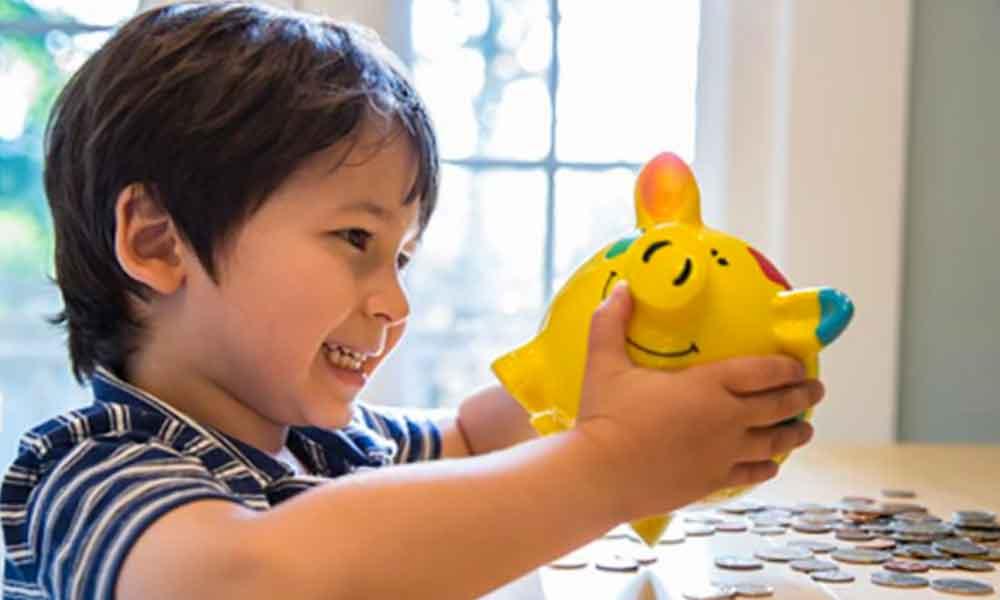 4 formas fáciles en las que puedes enseñar a los niños a ahorrar