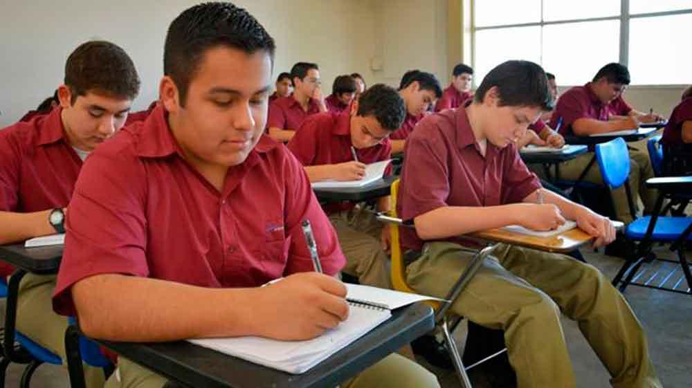 Garantizan preparatoria para todos en Baja California