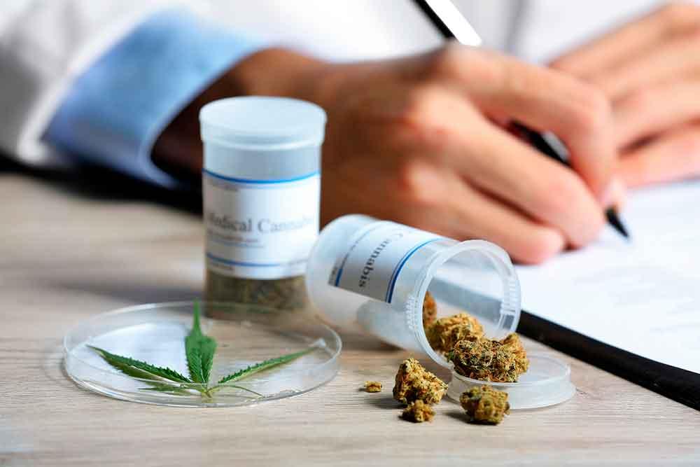 Aprueban uso medicinal de la marihuana en México