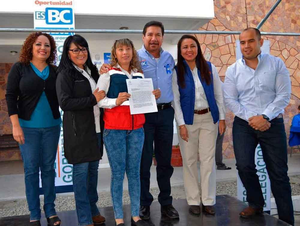 Entrega Gobierno de BC constancias de registro y condonación de pago de agua en Tecate