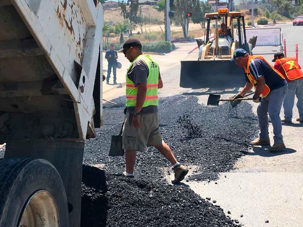 Continúan con el Programa de Bacheo de las Principales Avenidas y Calles de Tecate