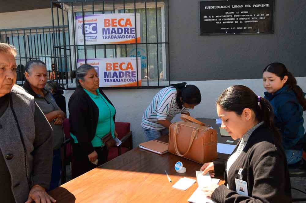 Beneficia Gobierno del estado a 3 mil familias con becas madre trabajadora y apoyos alimenticios