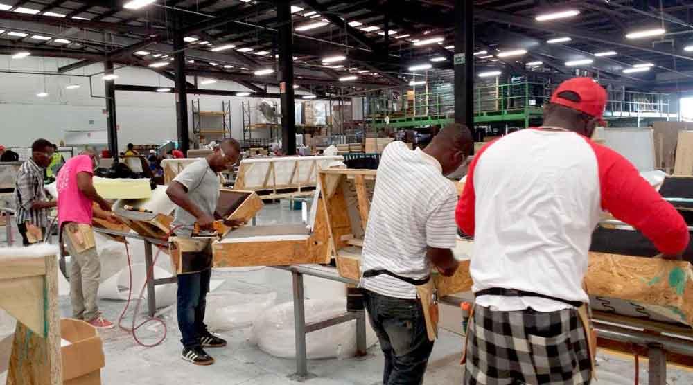 Empresa de Tijuana ofrece empleo a comunidad haitiana