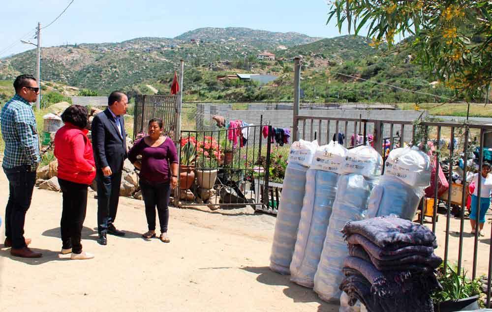 Se solidariza Presidente de DIF Tecate con familia afectada por incendio